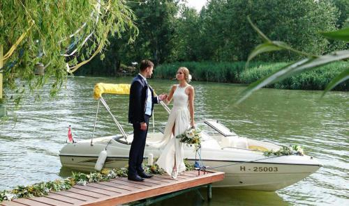 Barátok közt esküvő Kis-Duna