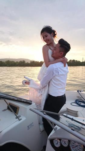 Esküvői fotózás naplementében