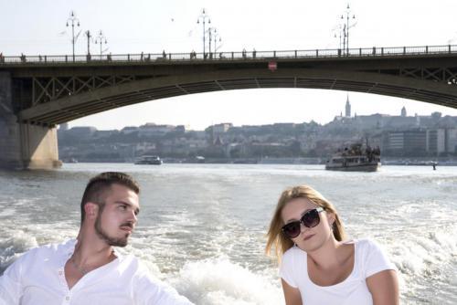 Margit híd alatt ketten